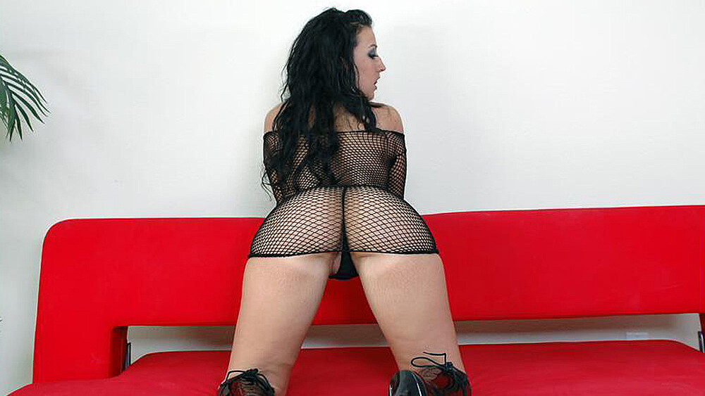 Stranger Ricki White fucking in the couch with her big ass