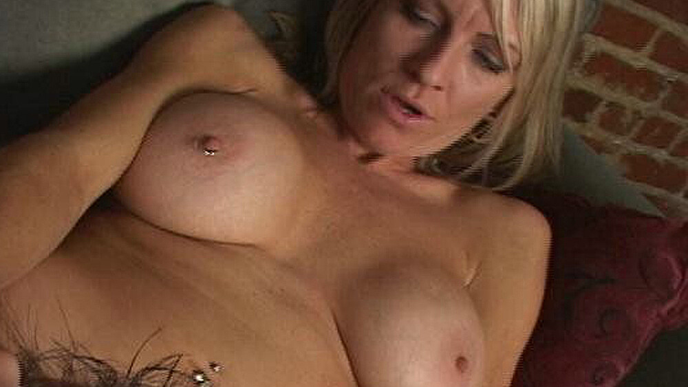 Emma Starr fucking in the couch with her piercings