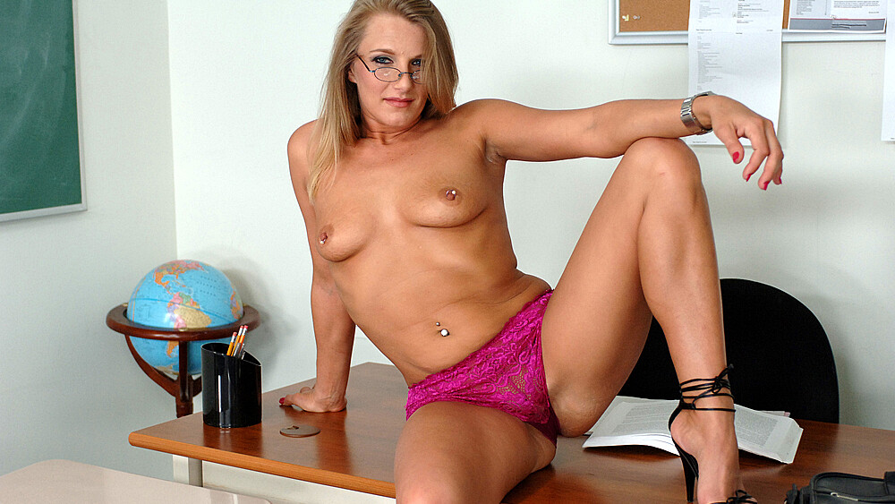MILF Porscha Ride fucking in the desk with her tattoos