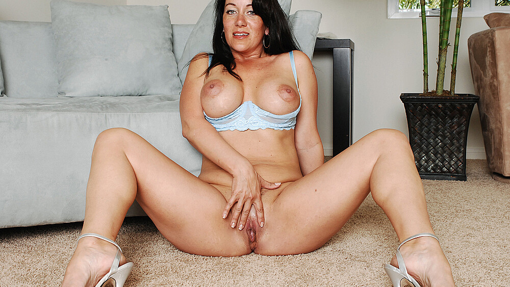 Cougar Sandy Beach fucking in the stairs with her big ass