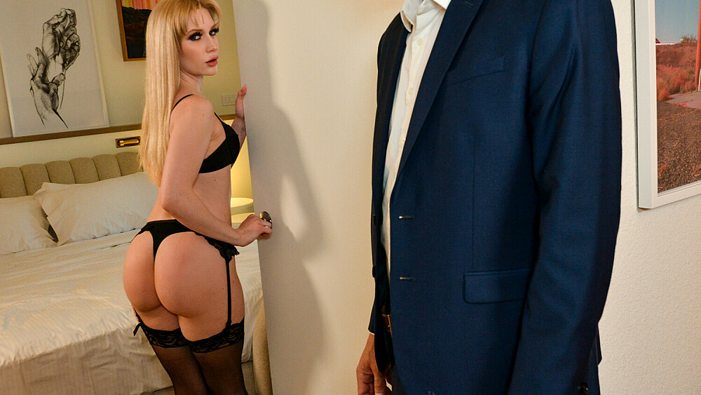 The beautiful Emma Starletto takes on a married man in his hotel