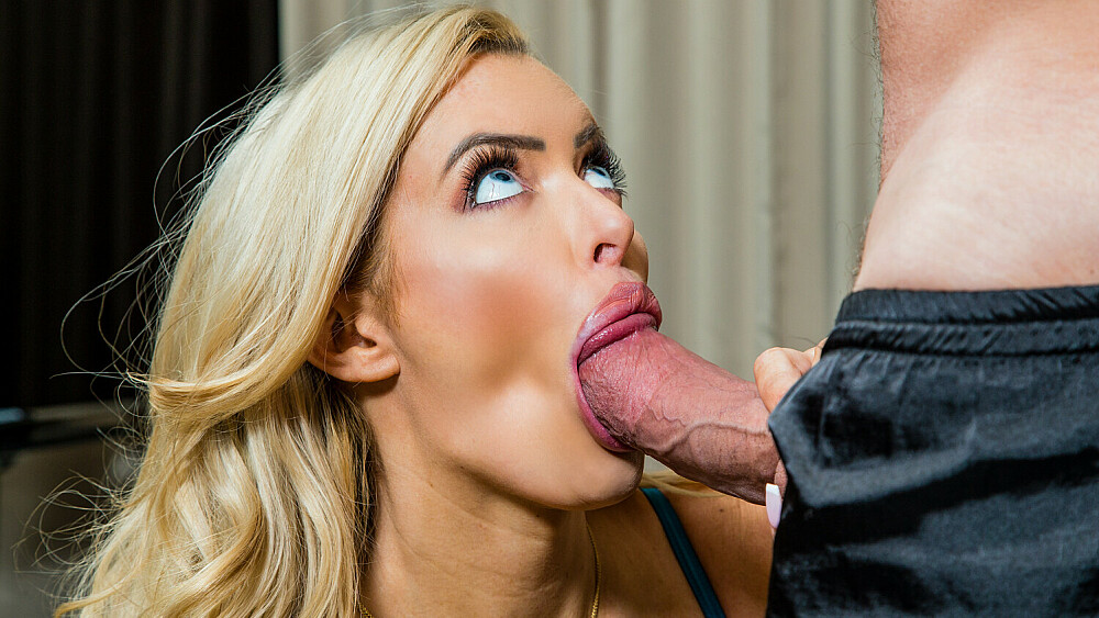 Linzee Ryder has passionate sex with fan in hotel room