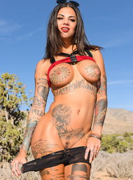 Bonnie Rotten & Karlo Karrera in I Have a Wife - Centerfold