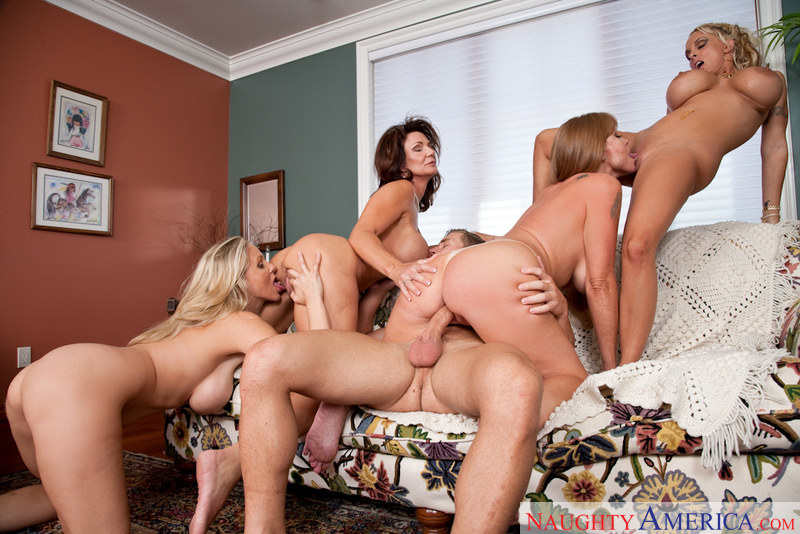 Porn star Darla Crane, Deauxma, Holly Halston & Julia Ann having sex