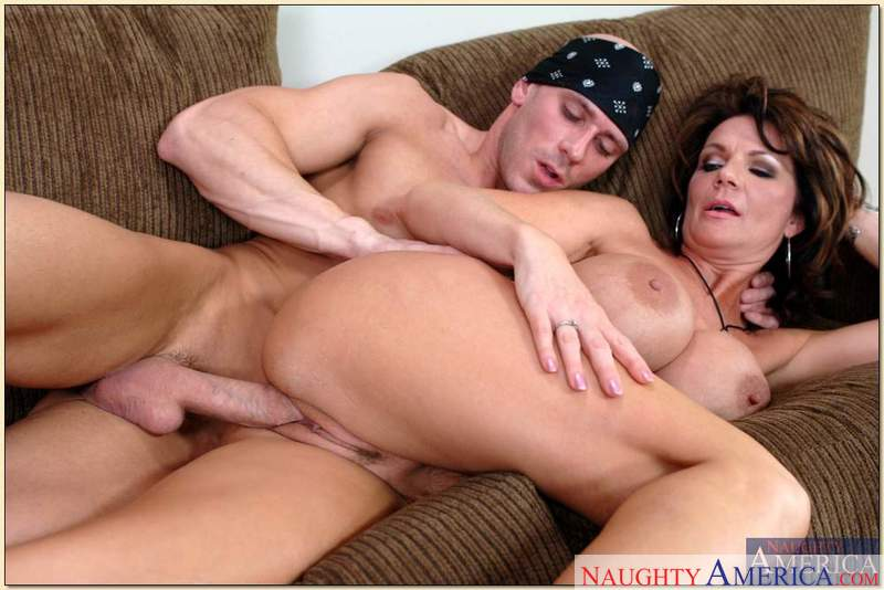 Porn star Mrs. Deauxma #4 having sex