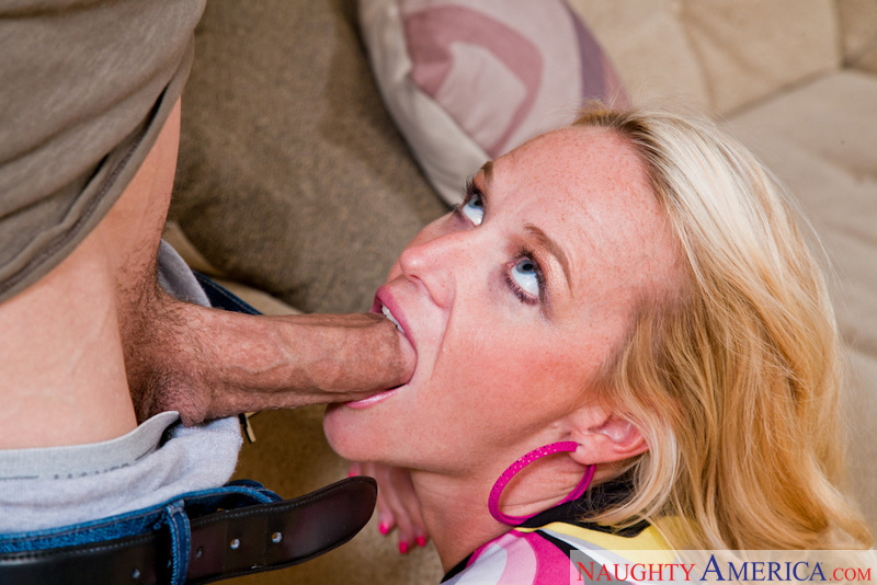 Porn star Dee Siren having sex