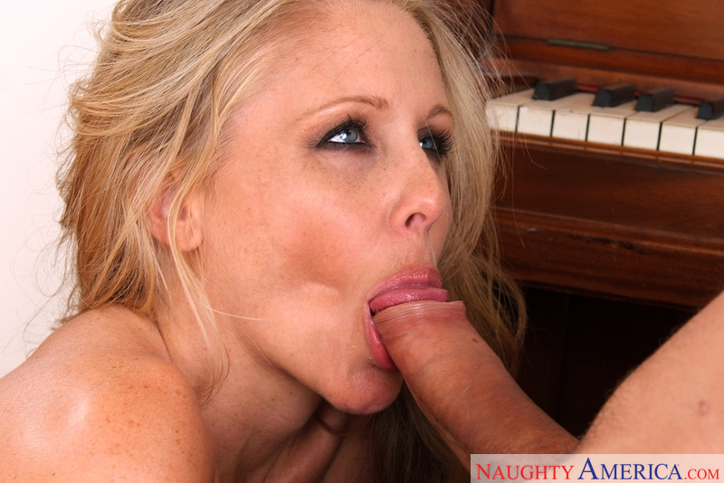 Porn star Julia Ann having sex