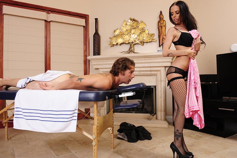 Знакомая массажистка даст себя трахнуть