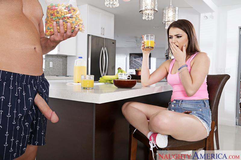 Şişman olgun kilolu kadını sert sikip boşaltıyor  Sürpriz