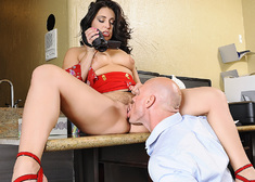 Gracie Glam & Johnny Sins in Naughty Office - Centerfold