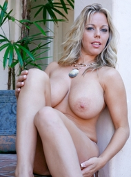 Amber Lynn Bach & Danny Mountain in Seduced by a cougar - Centerfold