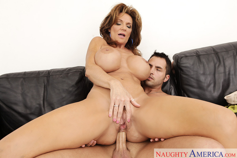 Porn star Deauxma having sex