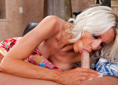 Emma Starr & Kris Slater in Seduced by a cougar - Centerfold
