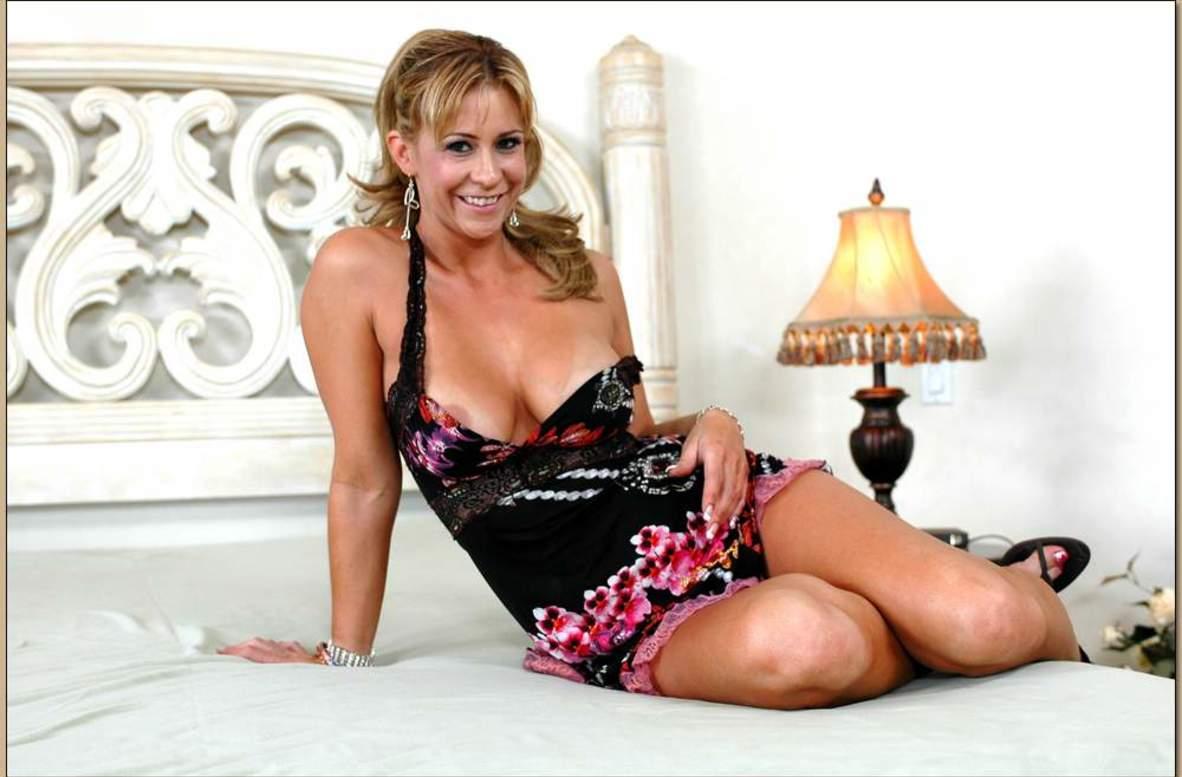 Assy model Phyllisha Anne is riding on this big pole with screams № 451992 бесплатно