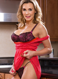 Tanya Tate & Alan Stafford in Seduced by a cougar - Centerfold