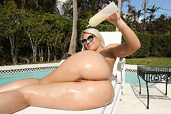 Rharri Rhound fucking in the outdoors with her big ass - Sex Position 1