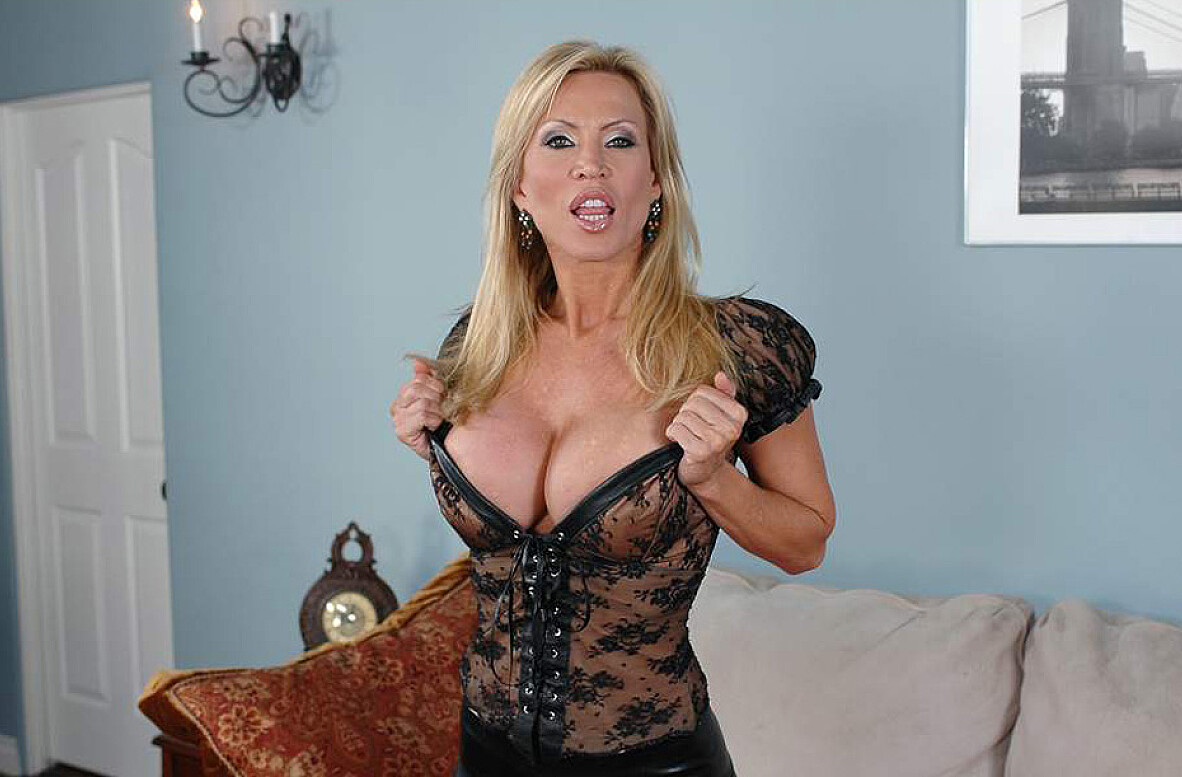 Watch Amber Lynn and Tommy Gunn video in Diary of a Milf