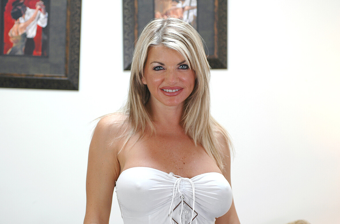 Watch Nadia Styles, Vicky Vette and Derrick Pierce video in Diary of a Milf