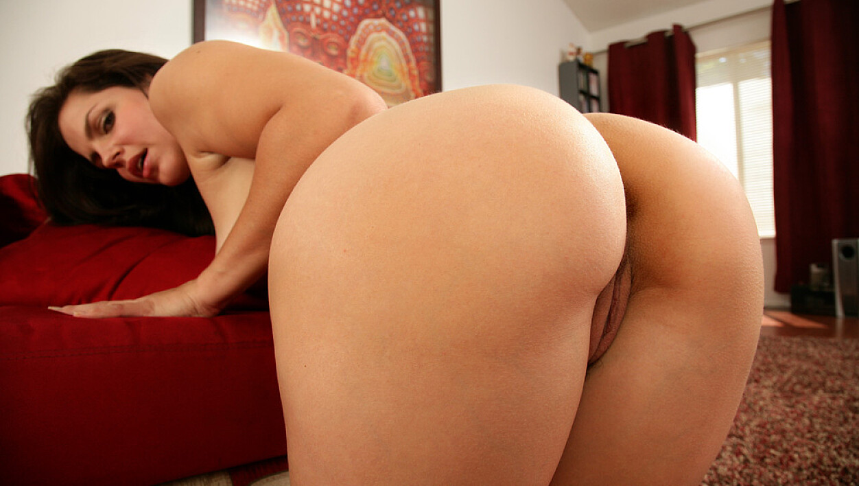 Bobbi Starr fucking in the living room with her small tits