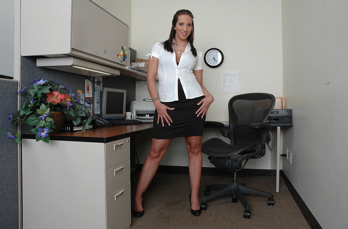 Watch Kelly Divine video in Live Naughty Secretary