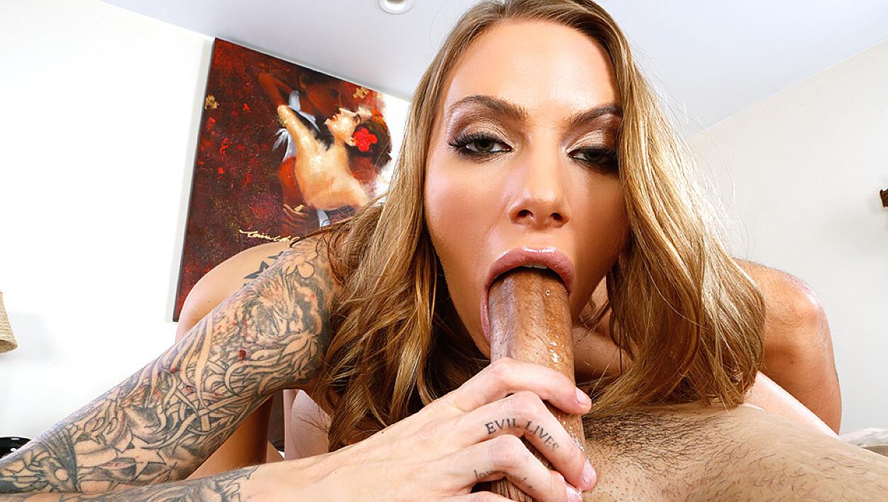 Juelz Ventura fucking in the bedroom with her tattoos
