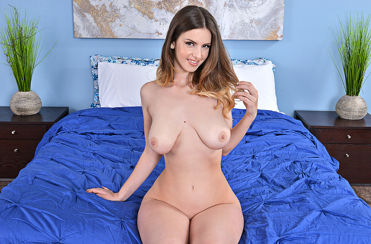 Watch Stella Cox and Johnny Castle 4K video in My Friend's Hot Girl