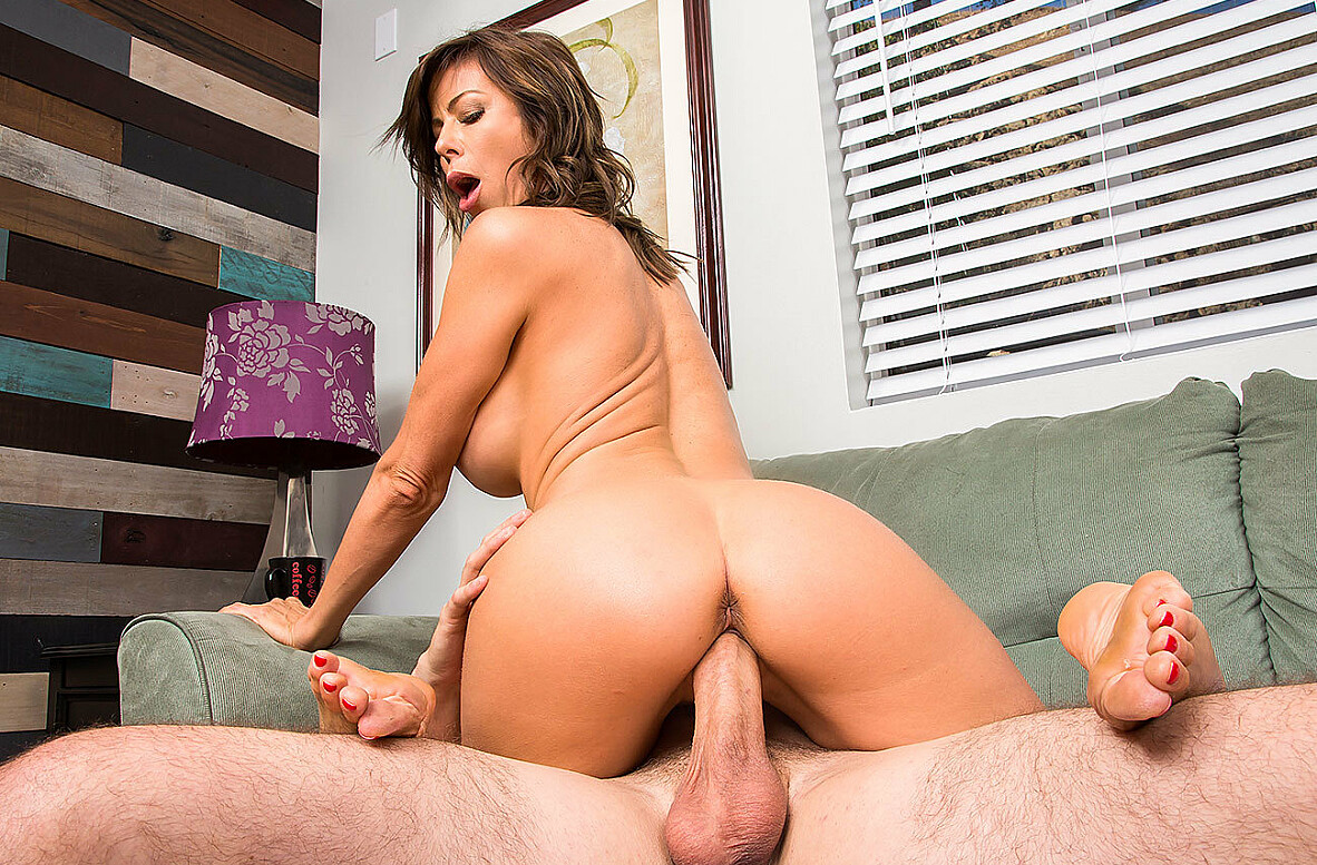 Watch Alexis Fawx and Brad Knight 4K video in My Friend's Hot Mom