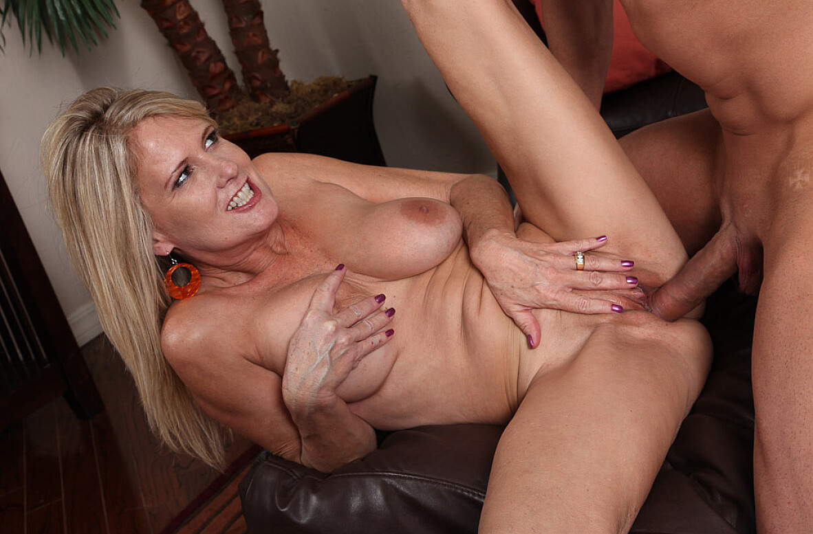 Watch Bridgett Lee and Jack Cummings video in My Friend's Hot Mom