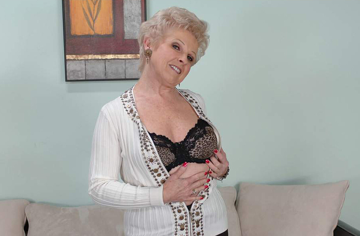 Watch Mrs. Jewell, Jeremey Holmes and Kris Slater video in My Friend's Hot Mom