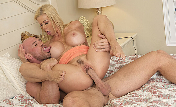 Alexis Fawx fucking in the bed with her outie pussy - Sex Position #9