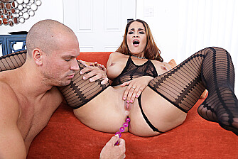 Miss Raquel fucking in the living room with her outie pussy - Blowjob