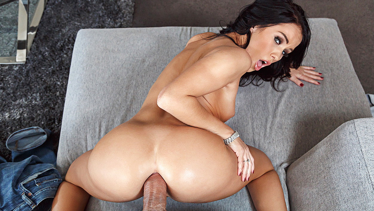 Megan Rain fucking in the living room with her tattoos