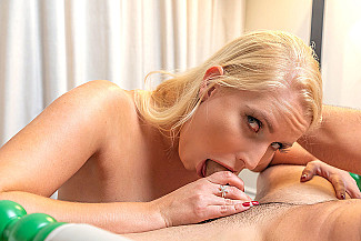 Vanessa Cages Fucks Her Boyfriend In A Hotel  - Sex Position 2