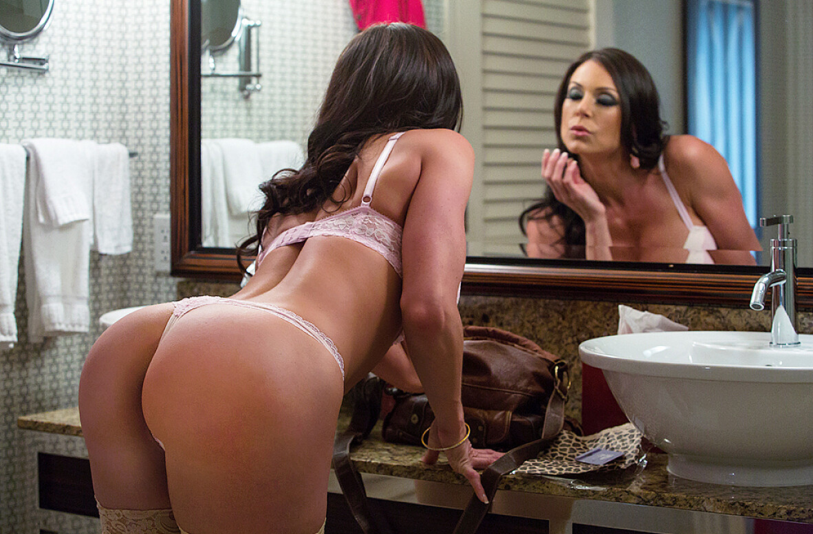 Watch Kendra Lust and Mr. Pete video in Tonight's Girlfriend Classic