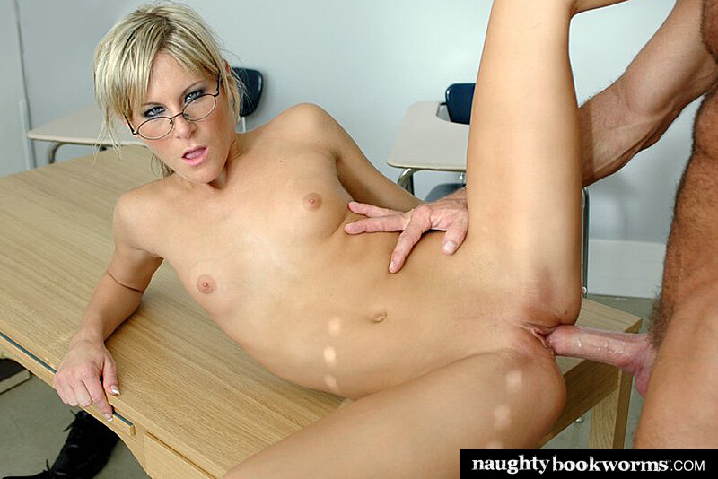 Courtney Simpson fucking in the classroom with her glasses - Blowjob