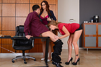 Caucasian Darla Crane fucking in the office with her tits - Blowjob