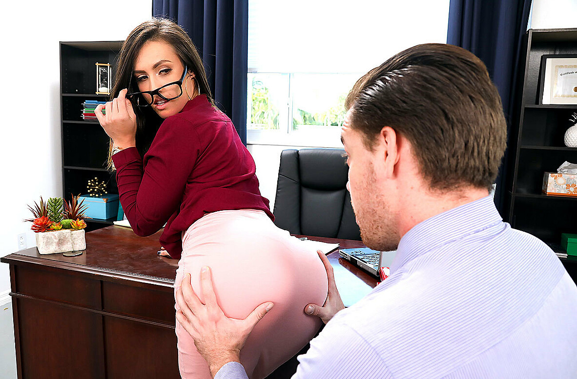 Watch Kelsi Monroe and Kyle Mason 4K video in Naughty Office