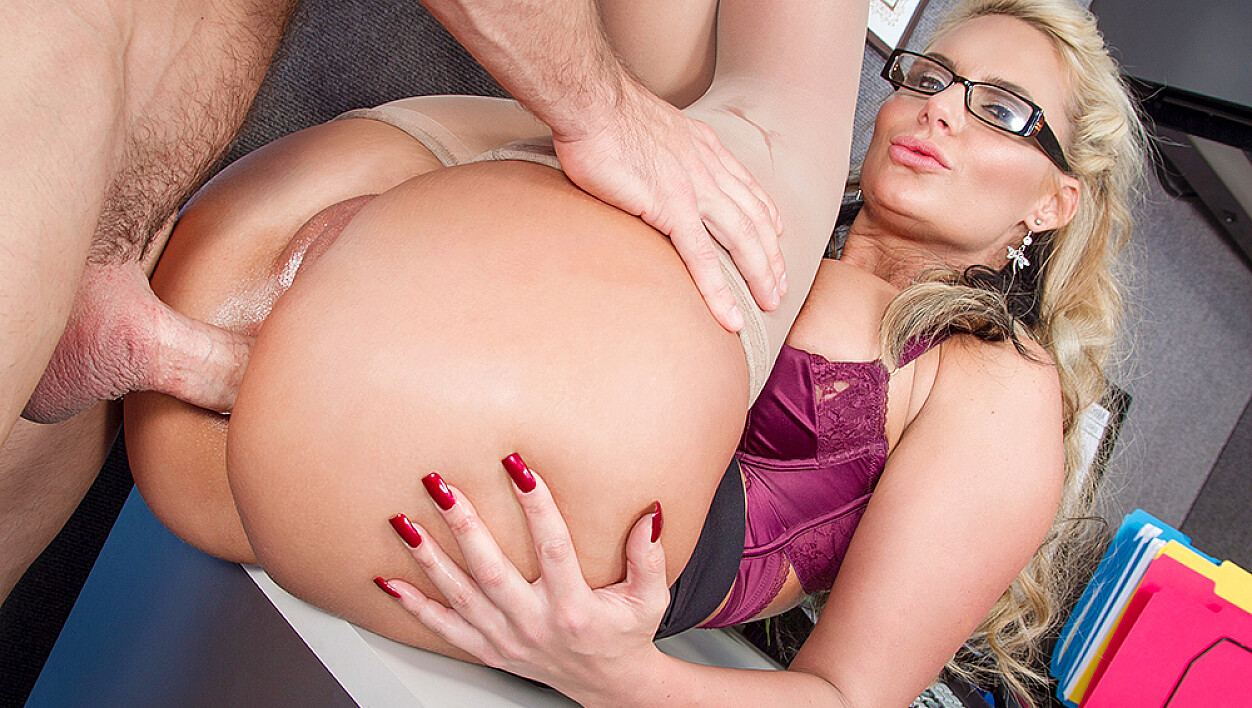 Bad girl Phoenix Marie fucking in the desk with her tits