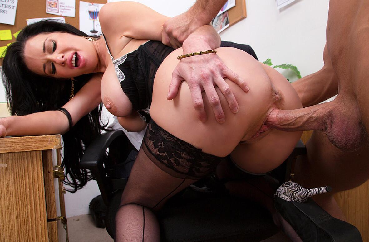 Секретарша ебет парня, порно в клубе кончают в пизду