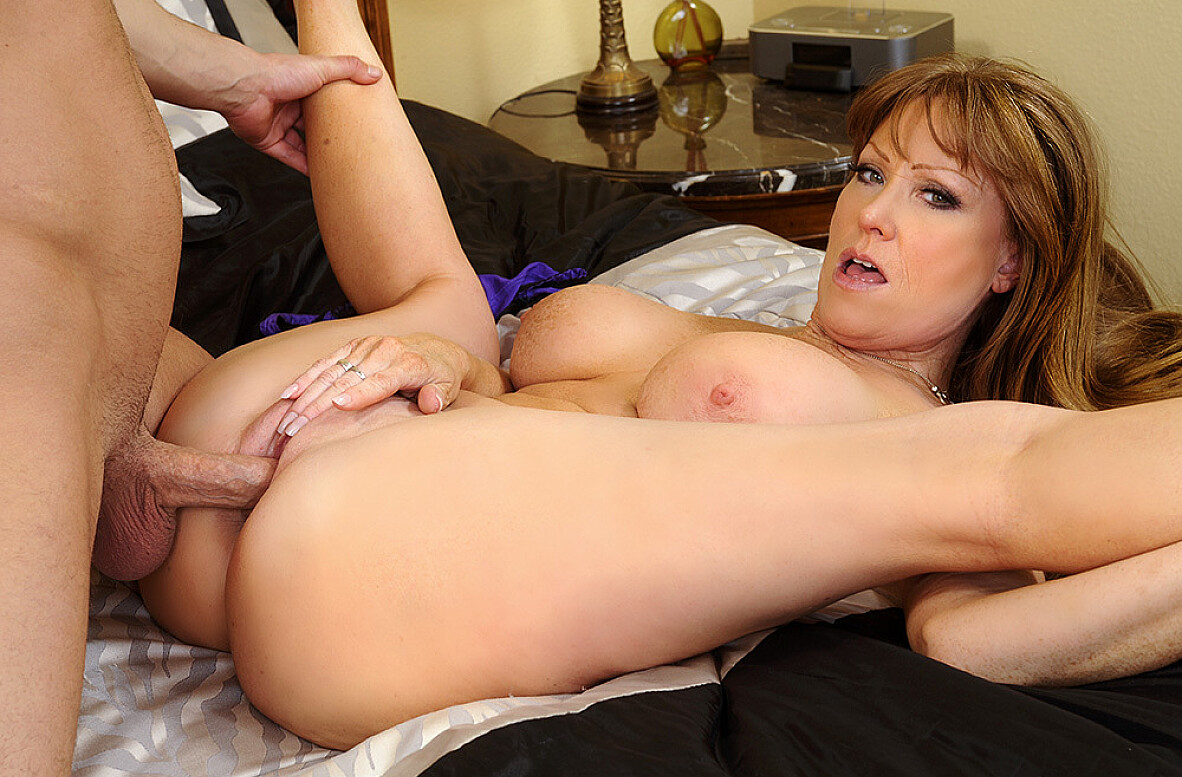 Watch Darla Crane and Seth Gamble 4K video in Seduced By A Cougar