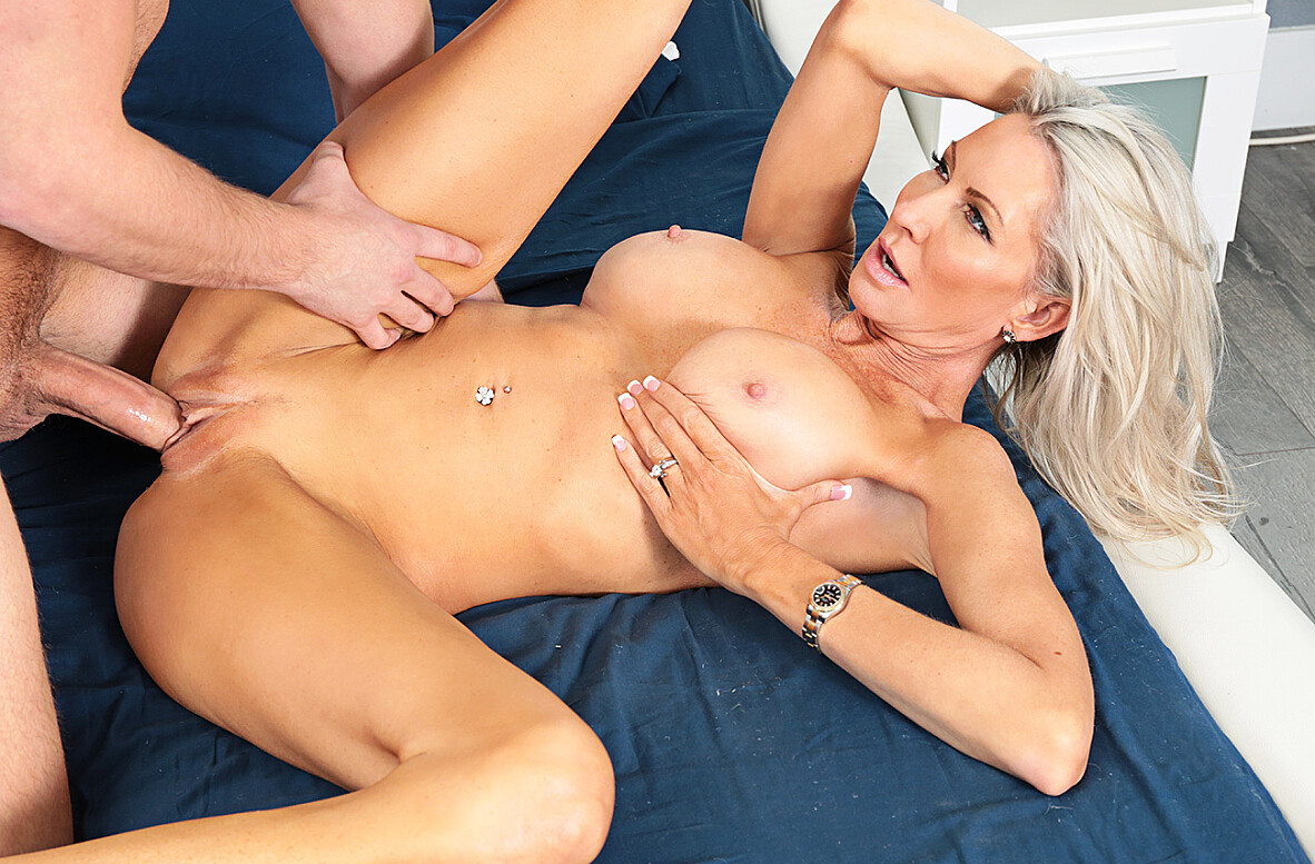 Watch Emma Starr and Van Wylde 4K video in Seduced By A Cougar