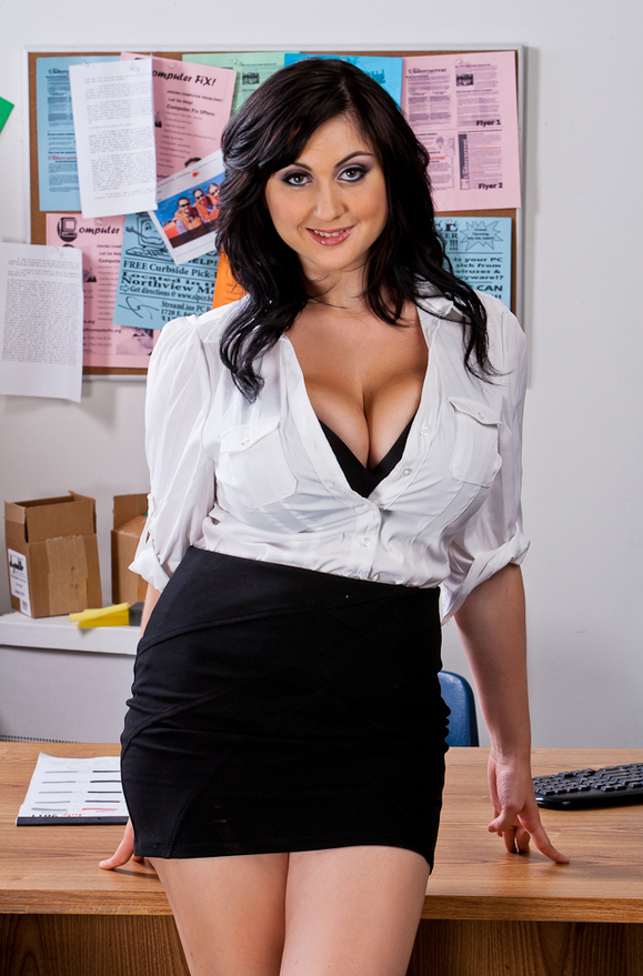 Beverly Paige - xxx pornstar in many Desk & Natural Tits & American videos