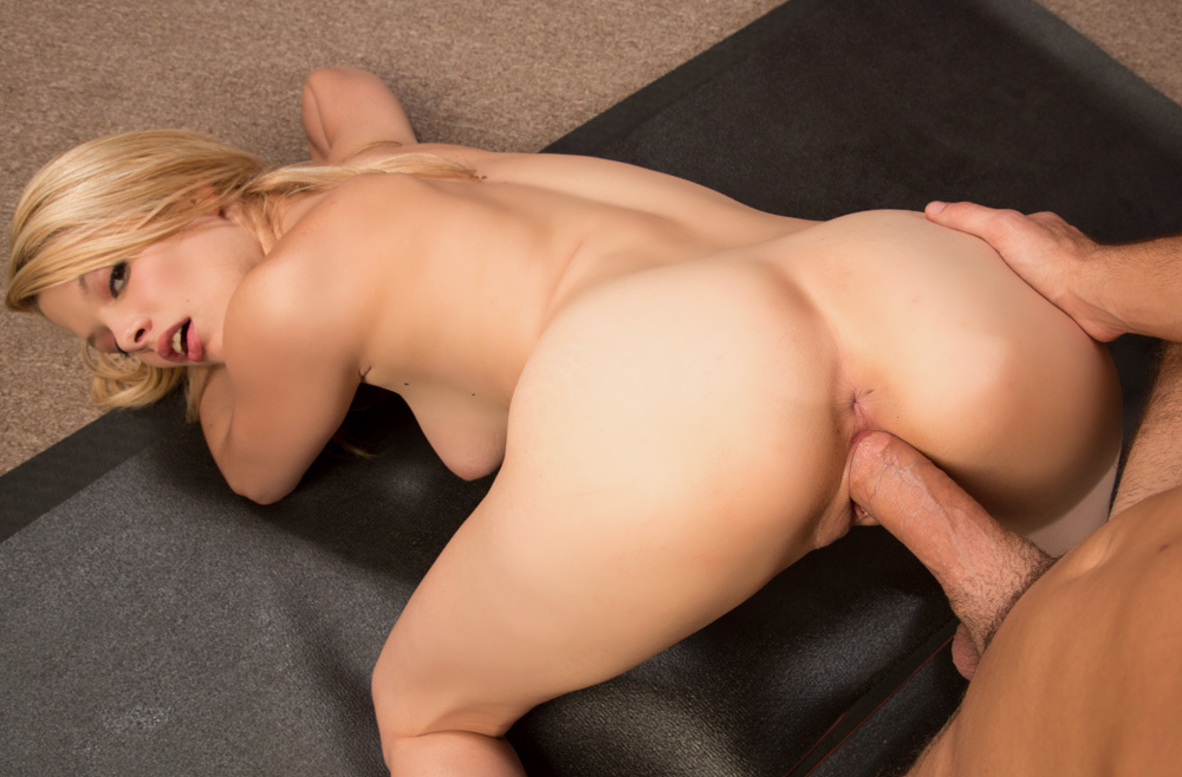 Watch Stella Banxxx and Logan Pierce video in Fast Times