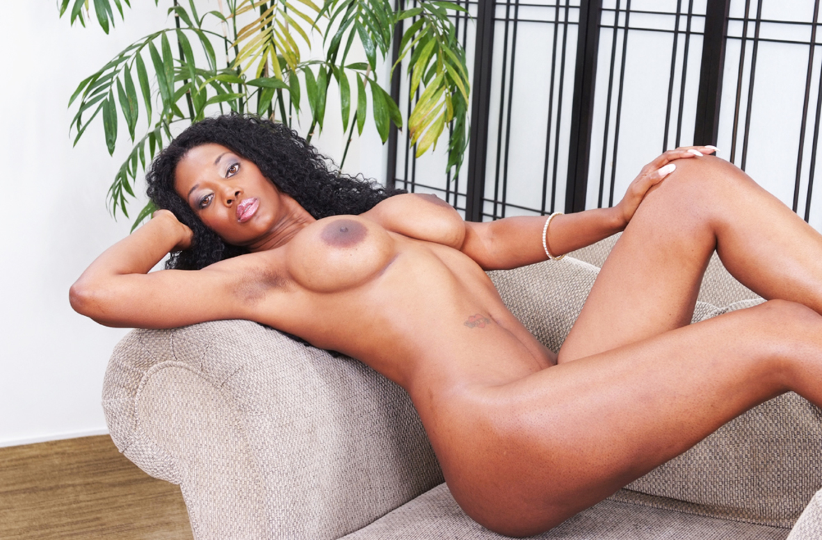 Watch Nyomi Banxxx and Billy Glide video in Housewife 1 on 1