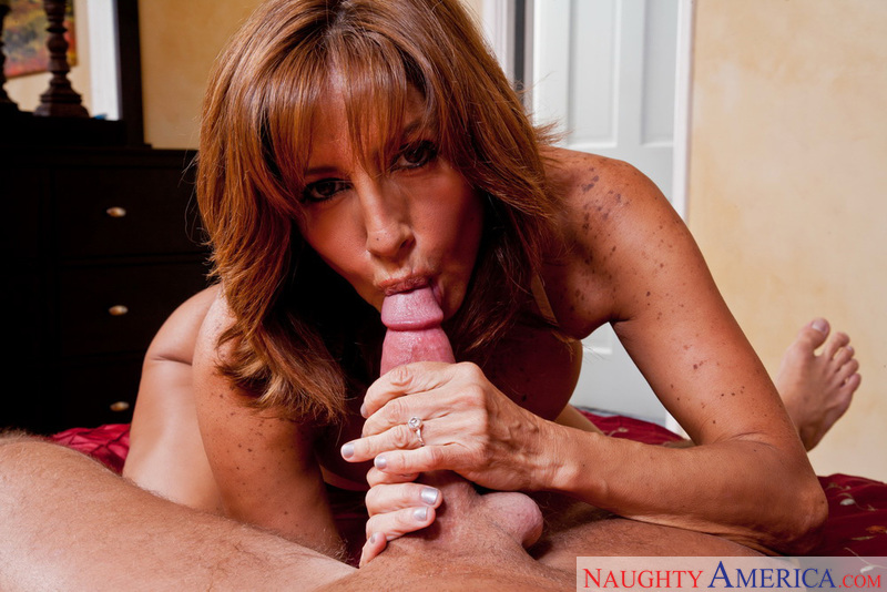 Mature Tara Holiday fucking in the bedroom with her tits - Blowjob