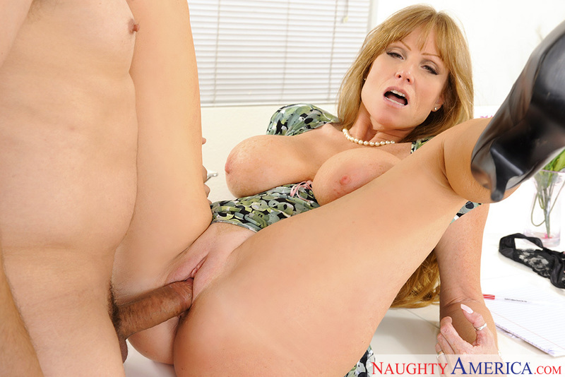 Mature Darla Crane fucking in the office with her tattoos - Blowjob