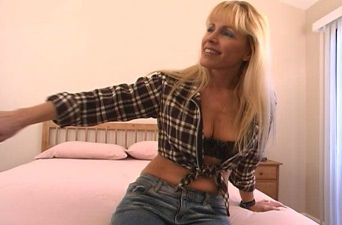 Watch Nicole Moore and Travis Lee video in My Friend's Hot Mom