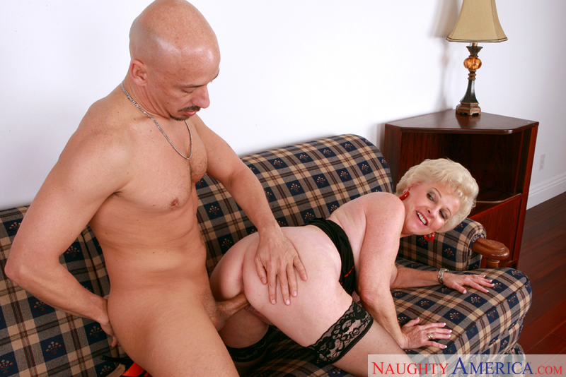 mrs jewel - ... Mrs. Jewell fucking in the living room with her big ass - Blowjob ...