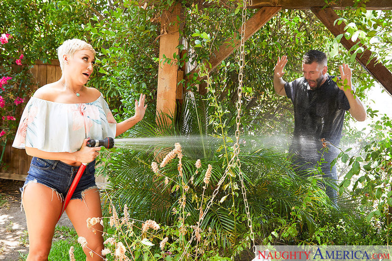 Horny blonde MILF Ryan Keely knows how to handle a hose - Sex Position 1