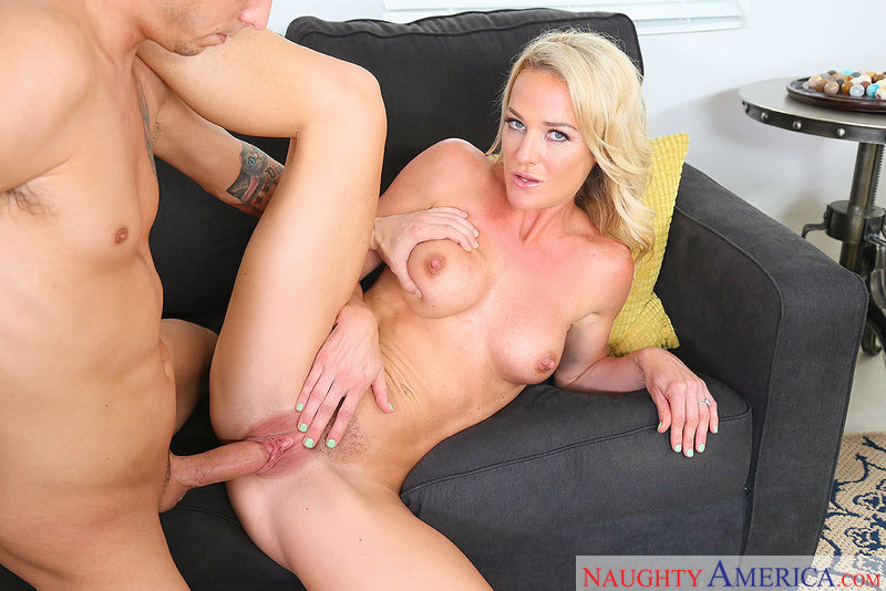 She ain't 'fraid of big dick: MILF Sydney Hail gets after it - Blowjob